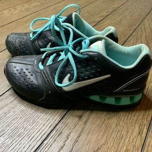 Nike Reax women's black and teal sneaker shoes